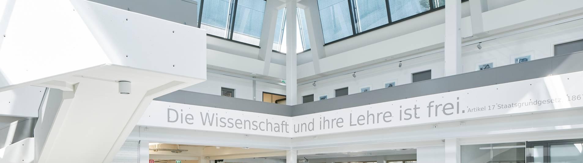 Empore im Foryer der Universität Klagenfurt